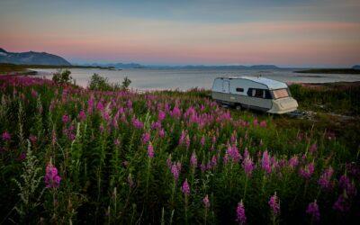 Gør opholdsrummet dobbelt så stort i din campingvogn: vælg et fortelt